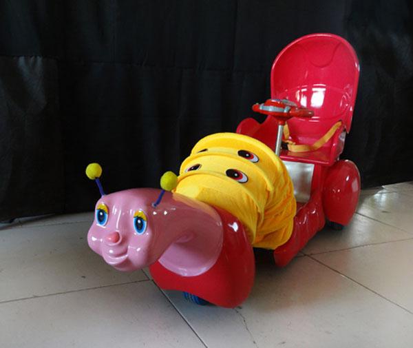 【最新广场玩具智能毛毛虫拉车自动避障毛绒电动玩具